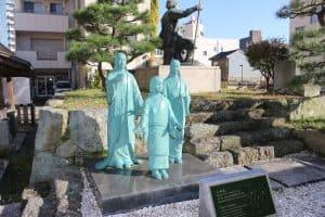 浅井三姉妹の銅像
