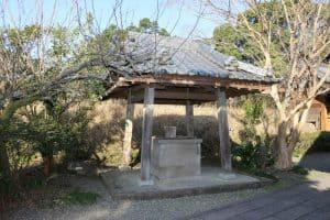 綾城の井戸
