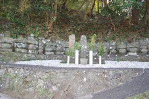 日知屋城の伊東家の墓