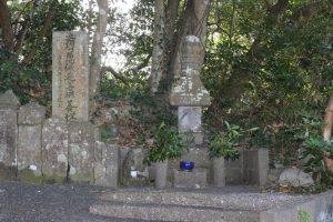 日知屋城の墓