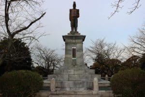 内藤政挙の銅像