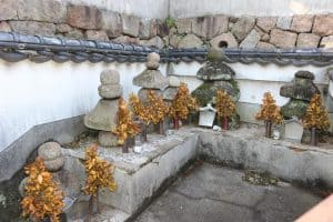 桑原伊賀守一族の墓