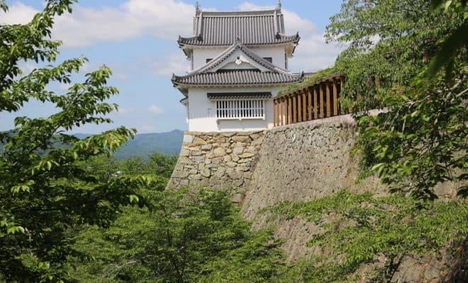 津山城 豪壮で迫力ある石垣が見...