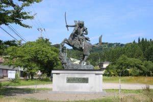 春日山城と上杉謙信の銅像