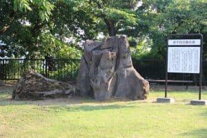 謙信の隠れ岩