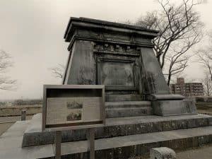 南部中尉銅像跡