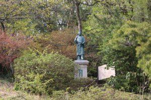大伴家持の銅像