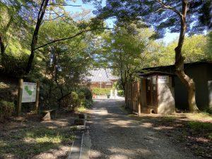 楠公寺の入口