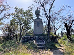 楠木正行の銅像