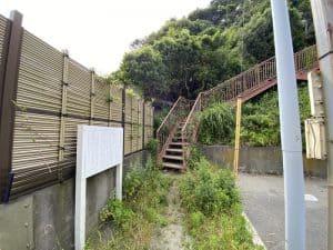 鐙摺城の登城口