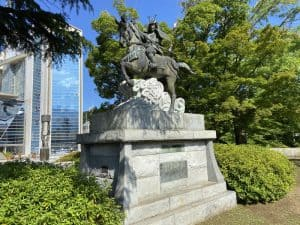 伊東祐親の騎馬像